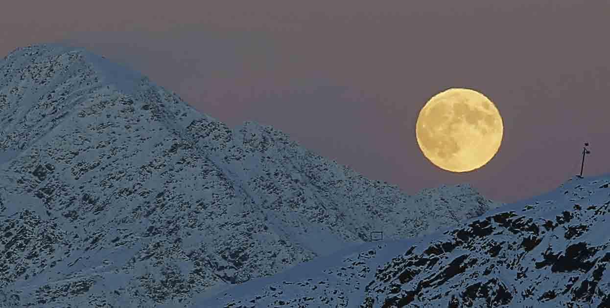 Luna LLnea montaña